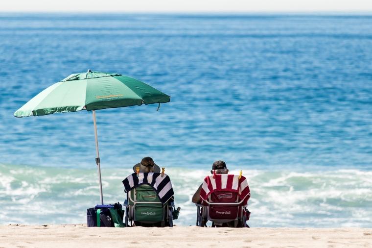 Strand, Meer, Pazigfik, Küste, Ozean, Sonne, Sommer, Sonnenschirm, Paar, Liegestuhl, Freizeit
