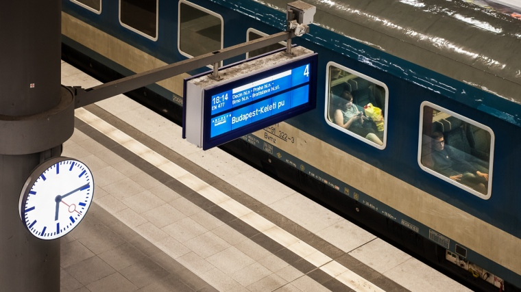 Nachtzug, Zug, Berlin, Hauptbahnhof, Bahnhof, Frau, Mann, Fenster