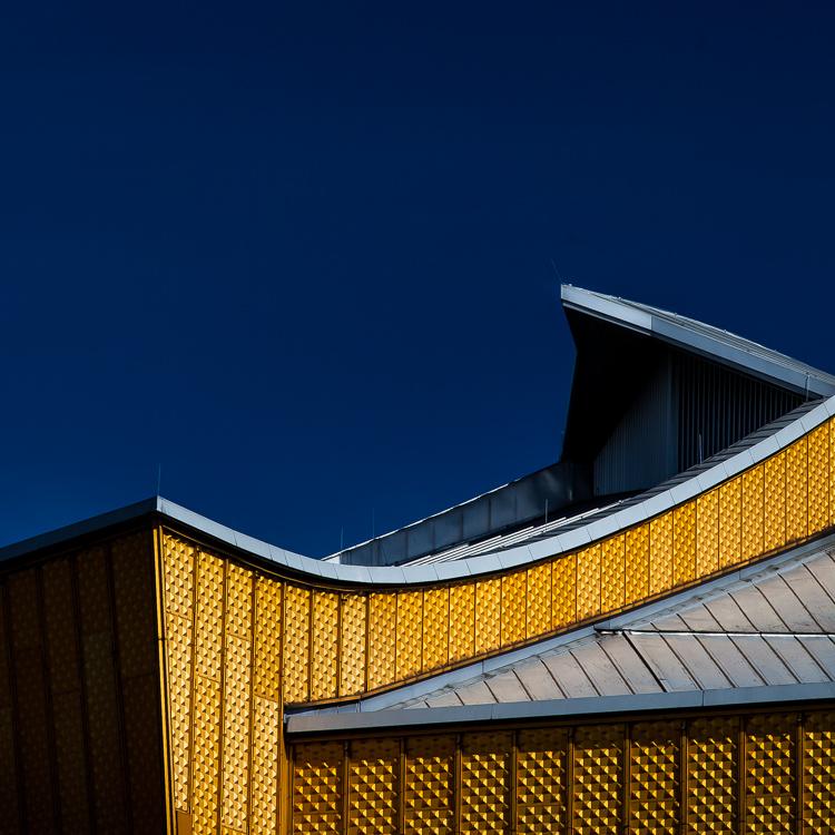 Berlin, Philharmonie, Architektur, Detail, golden, gelb, blau, blauer Himmel