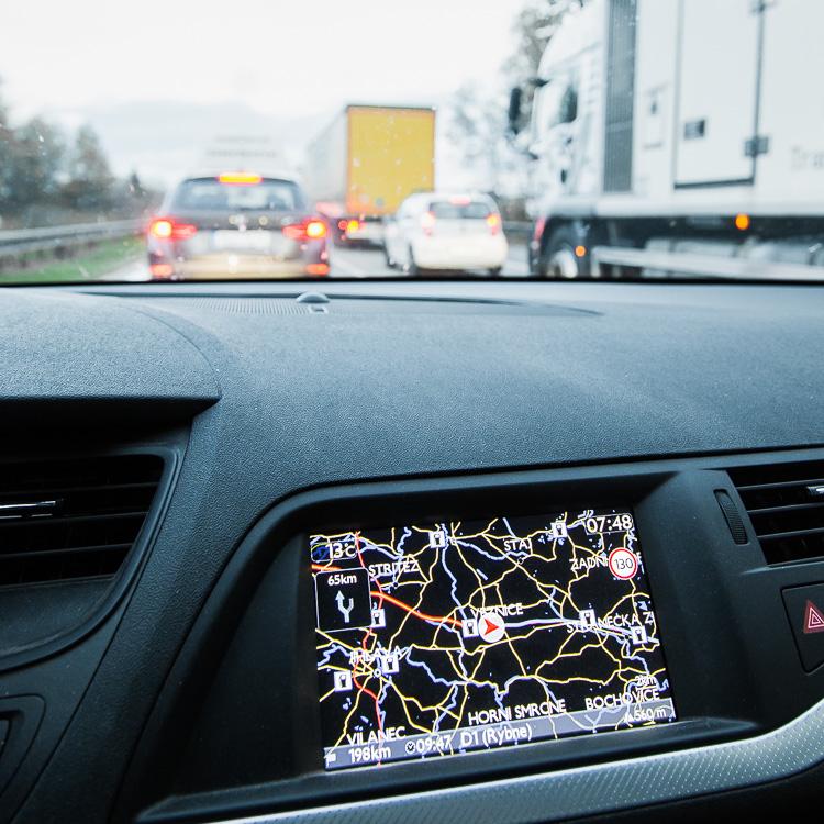 Stau, Autobahn, Tschechien, Veznice, Navigationssystem, Armaturenbrett