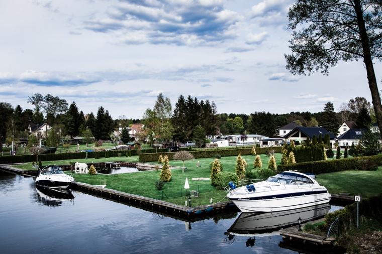Heidesee, See, Brandenburg, Yacht, Motoryacht, Ufer, Wassergrundstück, Grundstück, Rasen, Wolken