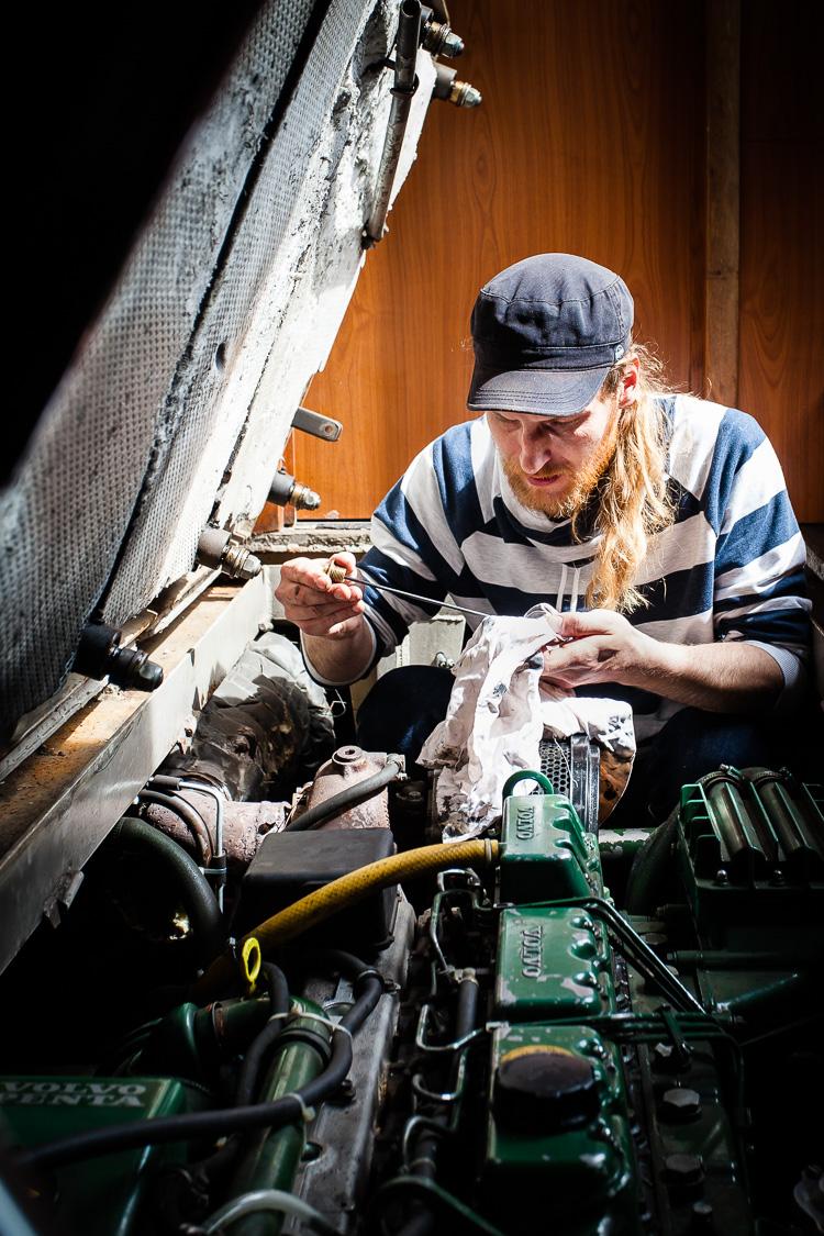Volvo, Motor, Diesel, Schiffsdiesel, Öl, Ölmessstab, Ölstand, Kontrolle, Ölstandskontrolle