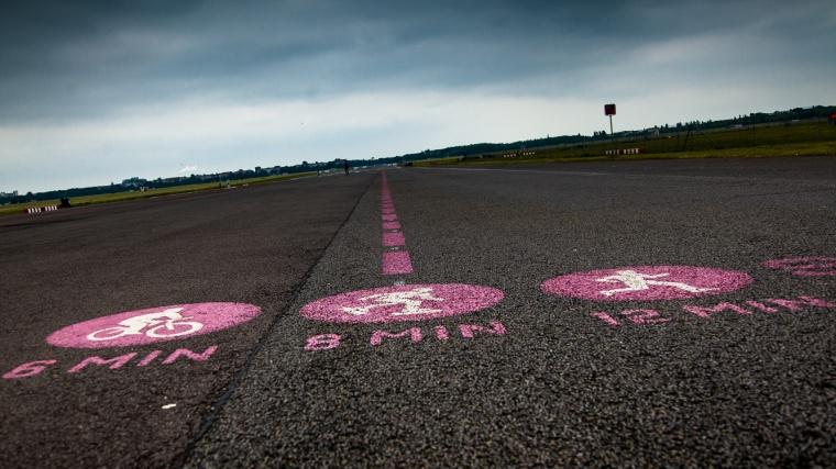 Berlin, Tempelhof, Flughafen, Startbahn, Landebahn, Tempelhofer Feld, Joggen, Skaten, Radfahren, Start, Startpunkt