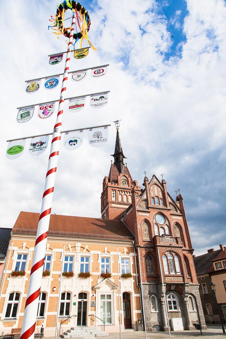 Rathaus, Marktplatz, Maibaum, Golßen