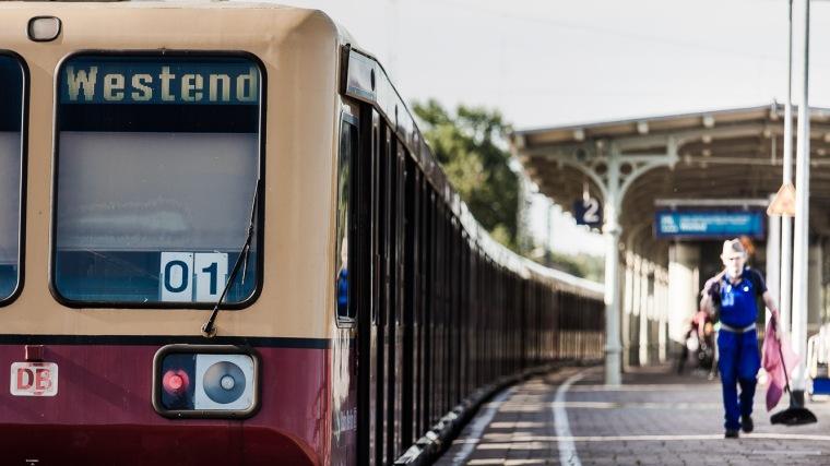 S-Bahn, Bahnhof, Mann, Arbeiter, Bahnsteig, Königs Wusterhausen