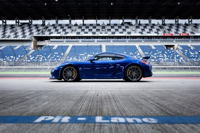 Porsche, Cayman, GT4, Sportwagen, Rennstrecke, Boxengasse, Lausitzring