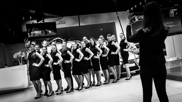 Automesse, Pariser Salon, Hostessen