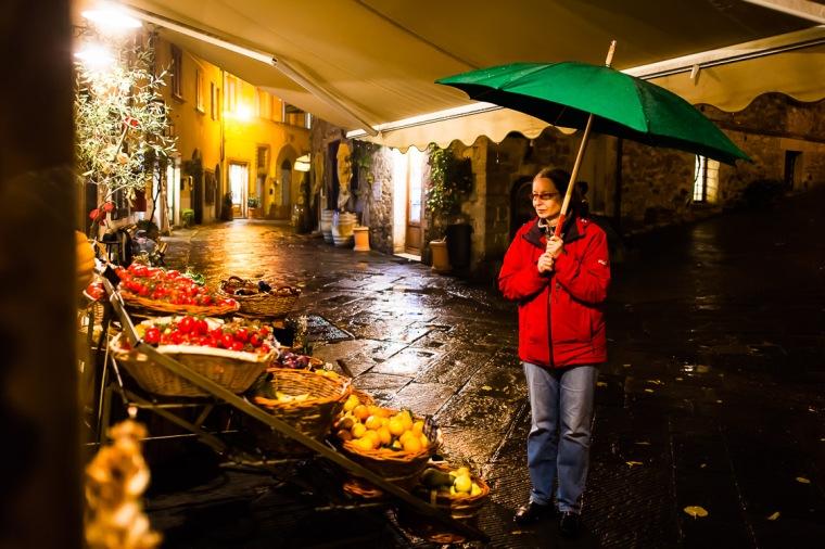Castellina, Toskana, Chianti-Gebiet, Nacht, Regen, Gemüsehändler