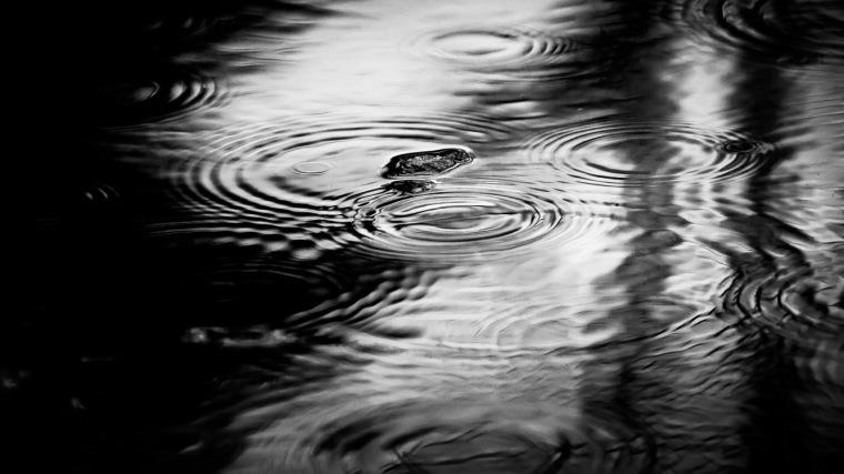 Regen, Regentropfen, Teich, Wasser, Wasseroberfläche
