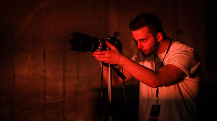 Der Videofilmer Tim Hebig dreht beim Konzert von Subway to Sally in Heidelberg, 30.3.2017